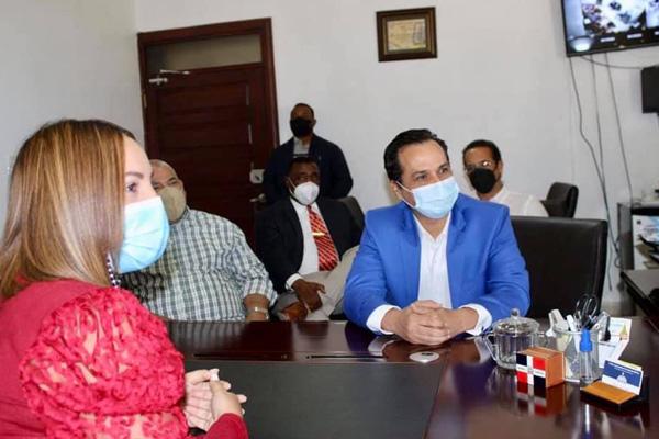 Senador Ivan Silva visita Gobernación Provincial